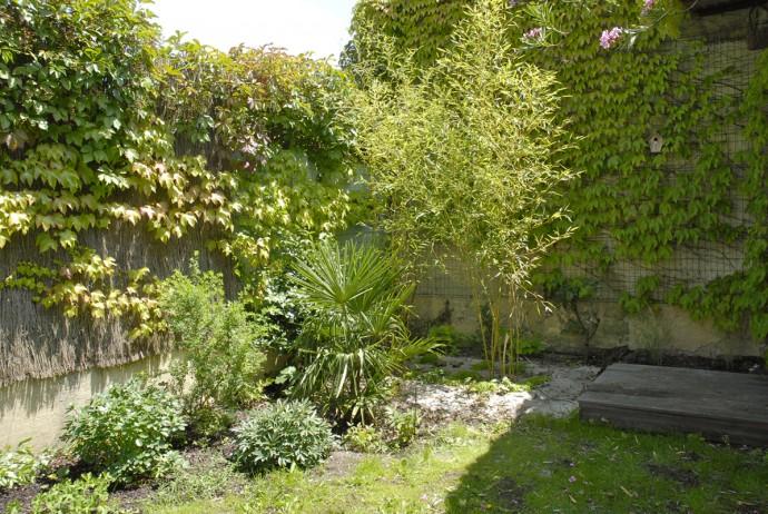 un jardin champ tre bordeaux au commencement. Black Bedroom Furniture Sets. Home Design Ideas